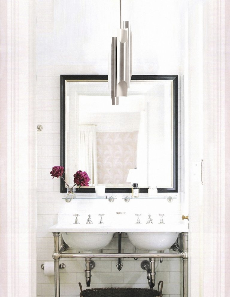 How These Lighting Pieces Added Warmth to a Cold, Unwelcoming Bathroom bathroom How These Lighting Pieces Added Warmth to a Cold, Unwelcoming Bathroom 5 2