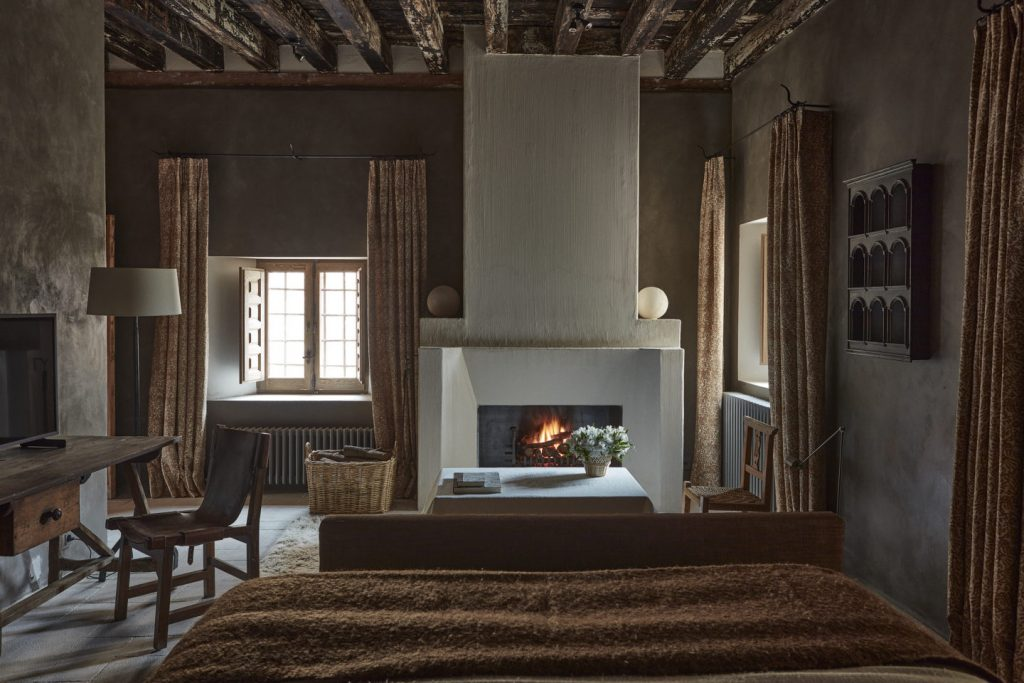 Contemporary Bedrooms by Casa Muñoz